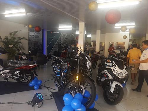 Foto do show da concessionária, com motos de todos os nossos parceiros.